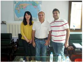 印度客户与我厂外贸人员合影